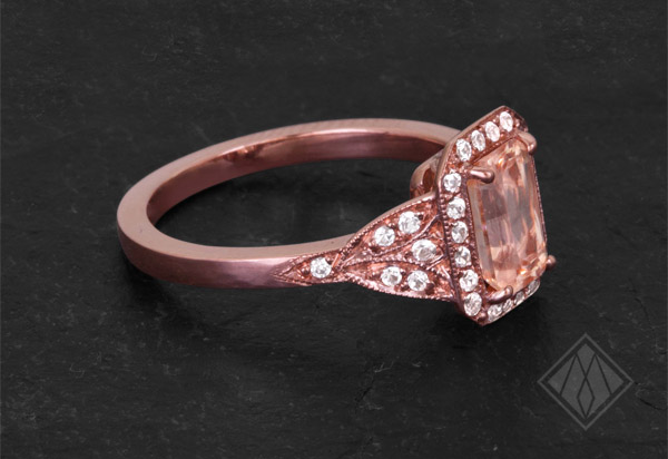 0060_Tracy_Matthews_rose_gold_and_peach_sapphire_ring